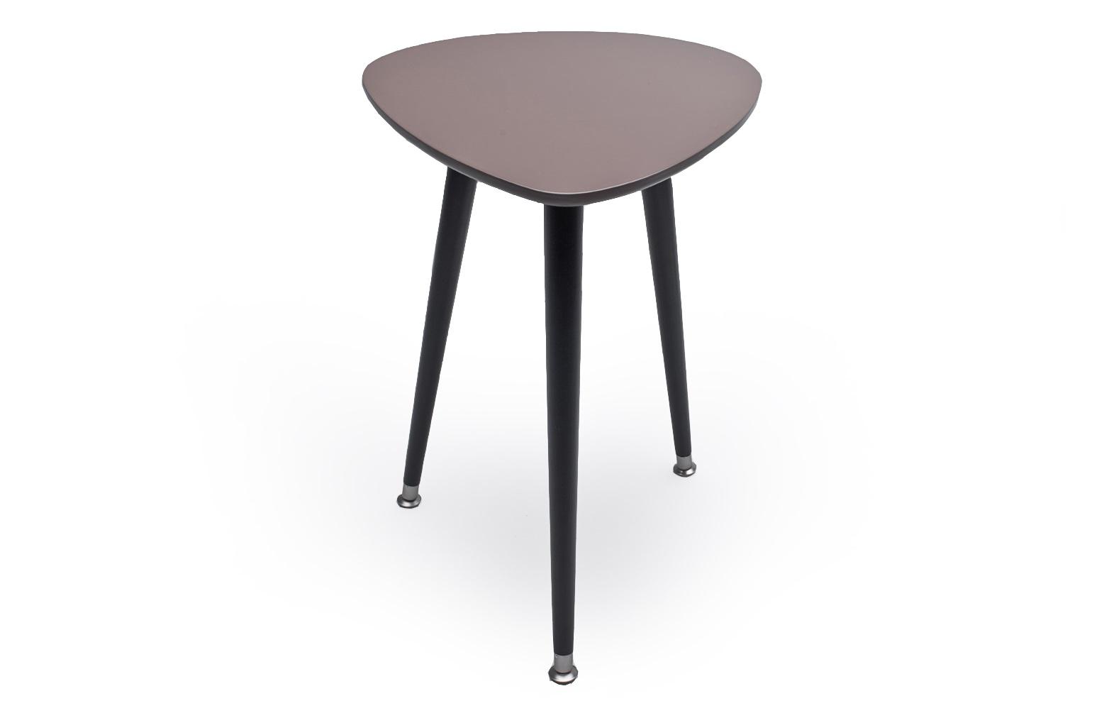 СТОЛ КАПЛЯКофейные столики<br>Столик Капля имеет обтекаемую форму с закругленными краями и компактный размер, что дает возможность выбора в применении столика. Столешница выкрашена в яркие цвета. Легко собирается без шурупов и инструментов. Материал: Столешница – МДФ, краска; ножки – береза.<br><br>Material: МДФ<br>Ширина см: 43<br>Высота см: 57<br>Глубина см: 50