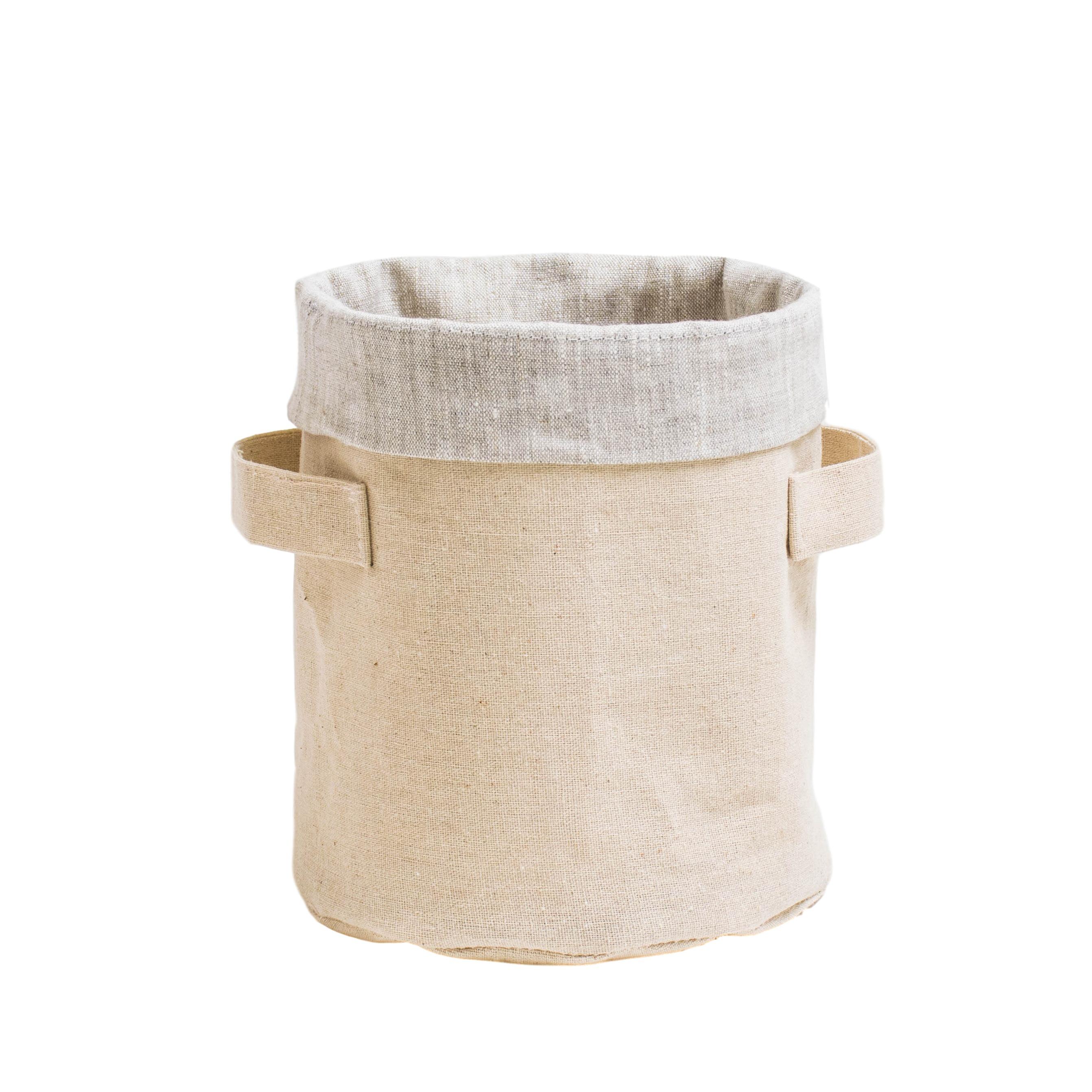 Короб круглый ПровансАксессуары для кухни<br>Короб «Прованс» выполнен в форме цилиндра и натуральных тканей, Внешняя сторона — из сурового льна, внутренний чехол из серого хлопкольна.<br><br>Чудесное решение для поддержания порядка на открытых полках в детской комнате, спальне и даже кухне. Эту цилиндрическую корзинку можно использовать даже, как конфетницу или хлебницу!<br><br>Удобная форма и размеры (D17х20 см) делают короб универсальным помощником в доме. Все мелочи, которые обычно не находили своего места в квартире, теперь Вы можете аккуратно собрать в короб и они всегда будут у Вас под рукой.&amp;amp;nbsp;<br><br>Material: Хлопок<br>Height см: 20<br>Diameter см: 17