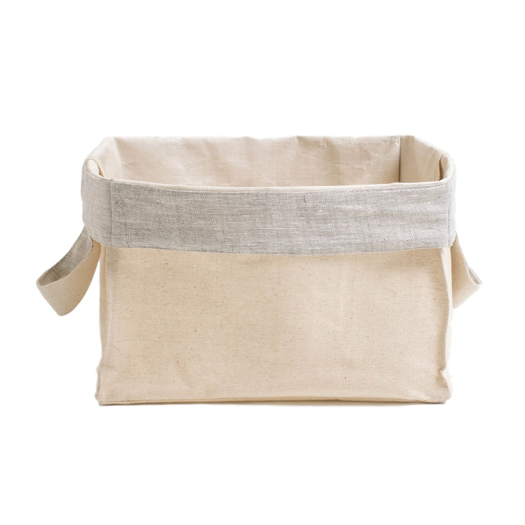Короб с ручками ПровансАксессуары для кухни<br>Короб «Прованс» квадратный (малый), с серым отворотом<br><br>Квадратный короб изо льна с внутренней ламинацией, безопасной для здоровья, это обязательный предмет для каждого дома!<br><br>Внешняя сторона короба из хлопкольна, внутренняя часть заламинирована. Благодаря этому, короб можно использовать в кухне, спальне и даже ванной комнате! Для того, чтобы фрукты и овощи не теряли свой аромат, их не следует убирать в холодильник. Сложите, например, яблоки в корзинку и поставьте на обеденный стол. Можете даже предварительно их вымыть, для того чтобы домочадцы кушали «живые витамины» прямо из корзинки.<br><br>Наши ламинированные корзинки не боятся влаги! Поэтому они пригодятся Вам и в ванной комнате. В них можно убрать косметику, мочалки и детские игрушки, с которыми малыш играет во время приёма ванной. Квадратные короба «Прованс» являются хорошими помощниками и для наведения порядка в шкафах — в них можно сложить носочки, детские игрушки, нитки для вязание и многое другое.<br><br>Короба «Прованс» этот товар, который можно приобретать впрок, поскольку они складываются в плоский квадрат и практически не занимают места при хранении в шкафах!&amp;amp;nbsp;<br><br>Material: Хлопок<br>Width см: 22<br>Depth см: 22<br>Height см: 22