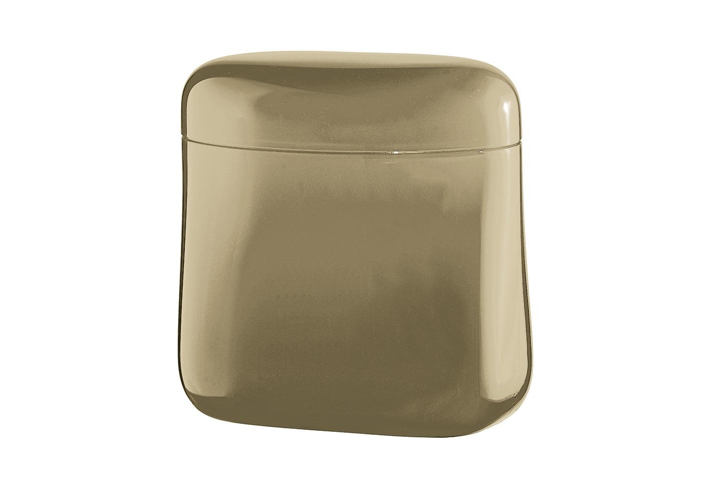 Банка для кофе GocceЕмкости для хранения<br>Банка Gocce создана специально для длительного хранения кофе. Она изготовлена из органического стекла со светонепроницаемым покрытием для защиты от преждевременного разрушения. Крышка банки плотно закрывается, что позволит надолго сохранить вкус и аромат кофе. Благодаря своей компактности, ёмкость не займет много места в шкафу и идеально поместится в дверце холодильника. При желании её можно использовать для хранения не только кофе, но и других сыпучих продуктов.&amp;amp;nbsp;&amp;amp;nbsp;&amp;lt;div&amp;gt;&amp;lt;br&amp;gt;&amp;lt;/div&amp;gt;&amp;lt;div&amp;gt;Объем 700 мл.&amp;amp;nbsp;&amp;lt;/div&amp;gt;&amp;lt;div&amp;gt;Пригодна для мытья в посудомоечной машине.&amp;lt;/div&amp;gt;<br><br>Material: Стекло<br>Ширина см: 14<br>Высота см: 14<br>Глубина см: 8