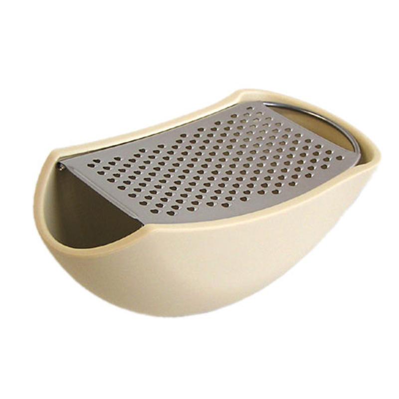 Тёрка ParmenideАксессуары для кухни<br>Тёрка Parmenide сочетает две важные для любой хозяйки функции: тёрку для сыра и сервировочную тарелку. Когда вы натёрли сыр, тёрка автоматически становится готовым предметом сервировки. Тёрка Parmenide – один из самых успешных дизайнов бренда Alessi и входит в коллекцию Музея современного искусства в Нью-Йорке.<br><br>Material: Металл<br>Length см: 15,3<br>Width см: 7,5<br>Height см: 6,7