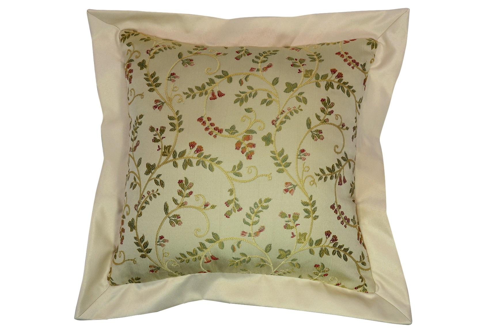 Подушка Arabelle VanillaКвадратные подушки и наволочки<br>Декоративная  подушка .Чехол съемный.<br><br>Material: Вискоза<br>Ширина см: 50<br>Высота см: 50<br>Глубина см: 15