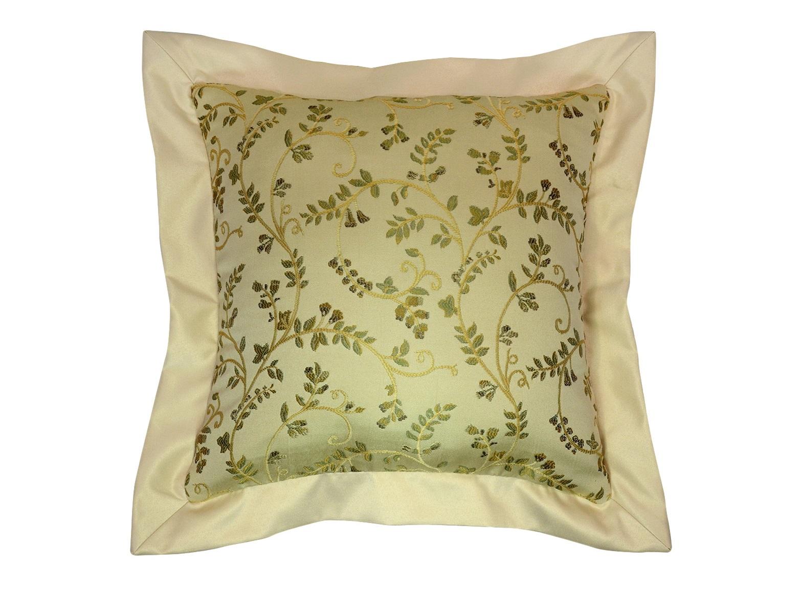 Подушка Arabelle GreenКвадратные подушки и наволочки<br>Декоративная  подушка .Чехол съемный.<br><br>Material: Вискоза<br>Length см: None<br>Width см: 50<br>Depth см: 15<br>Height см: 50