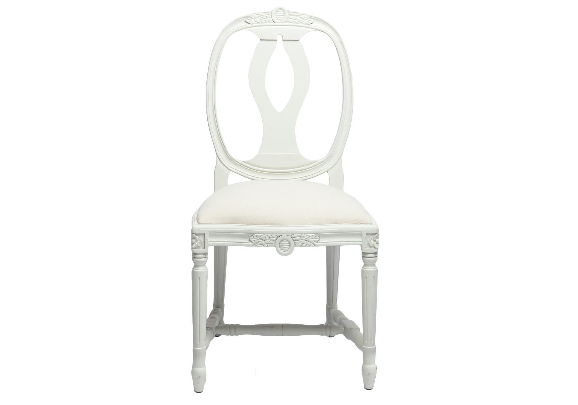 СтулОбеденные стулья<br>Стул из бука с однотонной обивкой на резных ножках, декорирован резьбой ручной работы.<br><br>Material: Бук<br>Width см: 49<br>Depth см: 48<br>Height см: 95