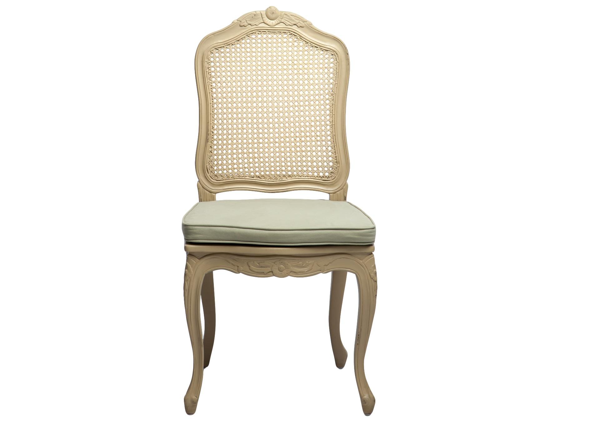 Стул АгатаОбеденные стулья<br>Стул с ротанговой спинкой в стиле прованс, украшен резьбой и старением. Сиденье со съемным чехлом.<br><br>Material: Красное дерево<br>Width см: 50<br>Depth см: 49<br>Height см: 102