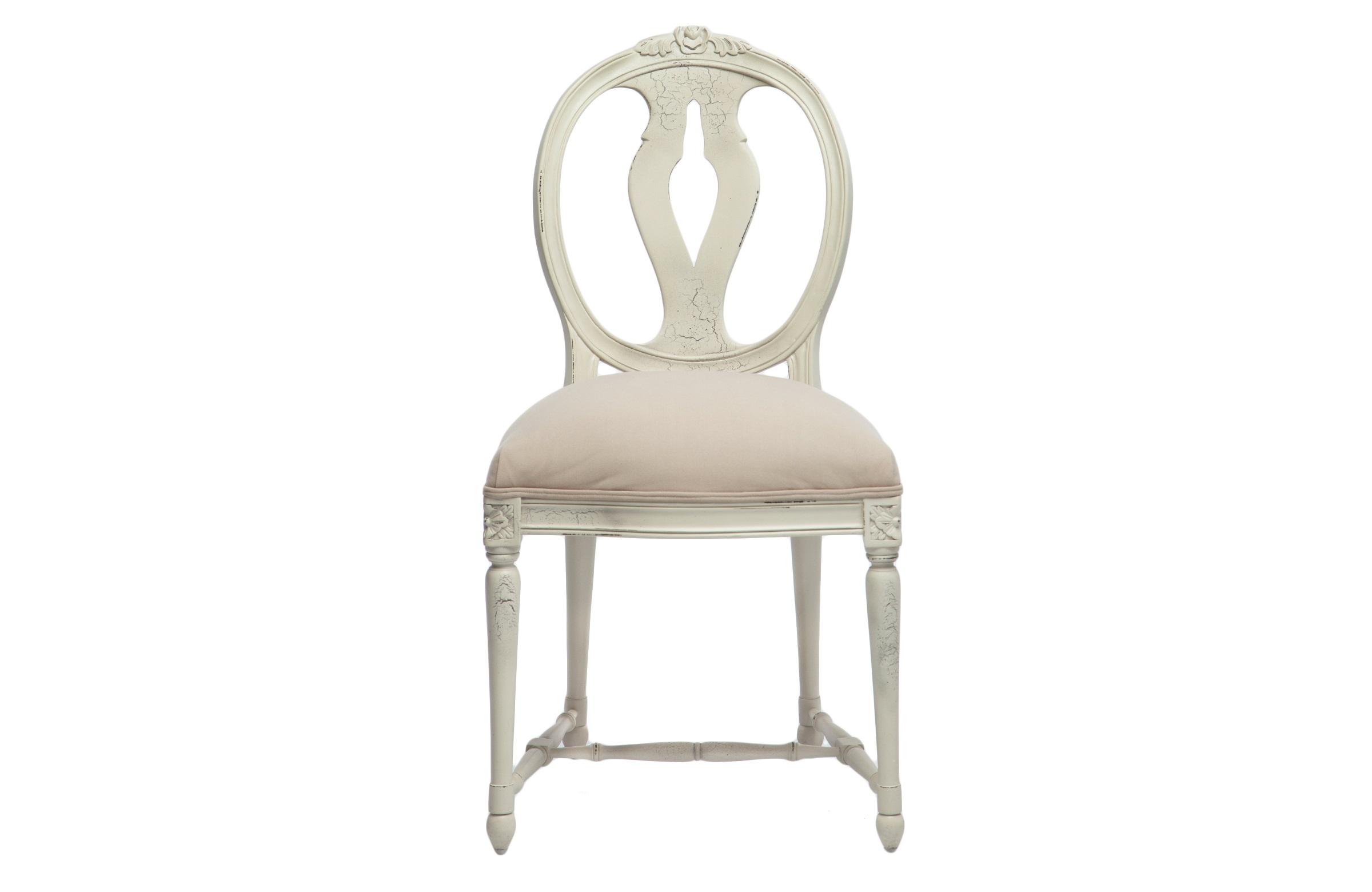 Стул ЮлианнаОбеденные стулья<br>Стул с круглой спинкой из дерева махагони, украшен резьбой и старением в технике кракелюр.<br><br>Material: Красное дерево<br>Ширина см: 55<br>Высота см: 97<br>Глубина см: 51
