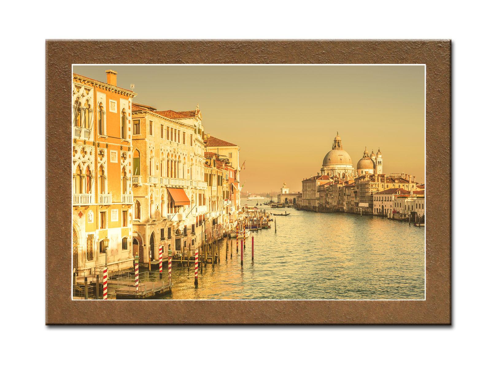 Картина Солнечная ВенецияКартины<br>Картина из серии &amp;quot;Города&amp;quot;.&amp;amp;nbsp;&amp;lt;div&amp;gt;&amp;lt;br&amp;gt;&amp;lt;/div&amp;gt;&amp;lt;div&amp;gt;Натуральный холст, галерейный подрамник, по периметру картина декорирована фактурой песка.&amp;lt;/div&amp;gt;<br><br>Material: Дерево<br>Width см: 70<br>Depth см: 3<br>Height см: 50