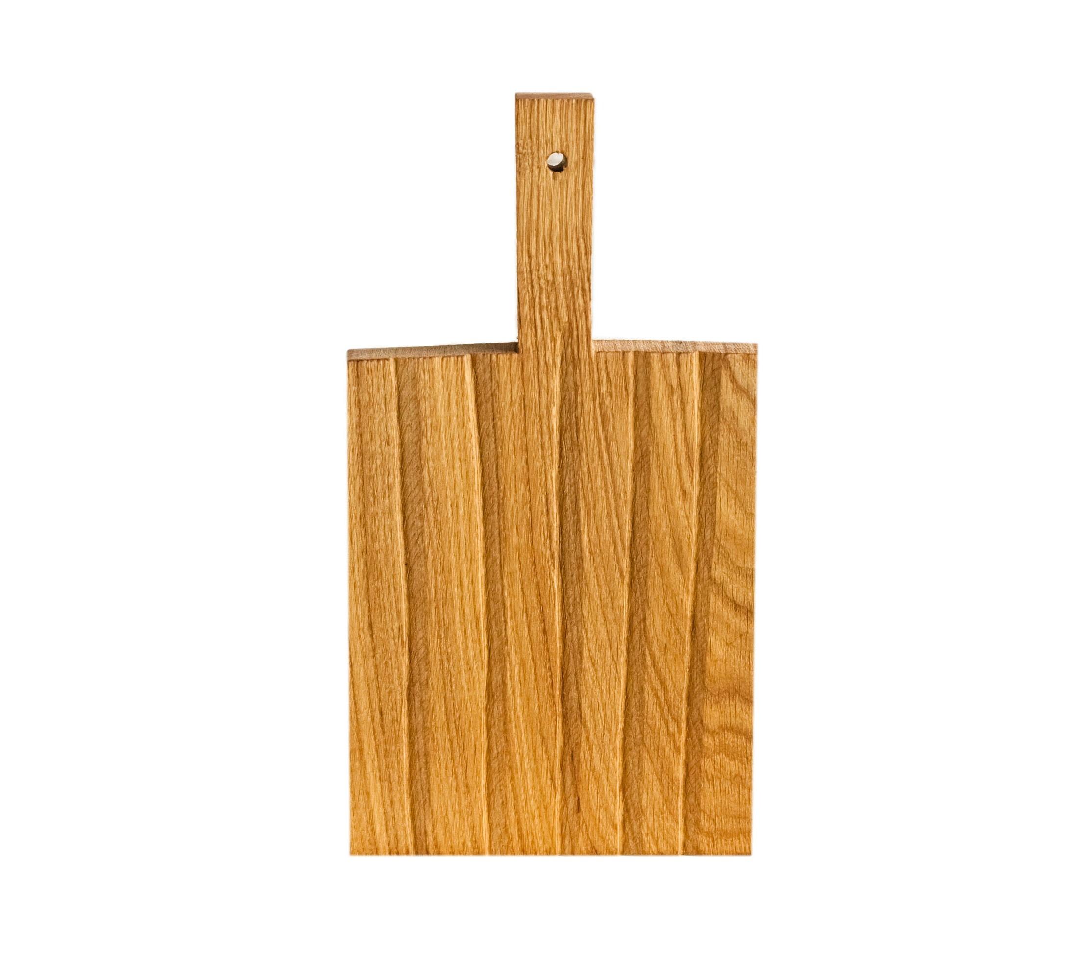 Разделочная доска ПолеПодставки и доски<br>Сделана вручную. Покрытие: льняное масло. У доски есть две поверхности: декоративная с нанесенной на нее фактурой и рабочая, гладкая. Её можно использовать как разделочную, сервировочную доску для подачи или предмет декора интерьера. Из-за специфики ручного труда все предметы отличаются друг от друга. После влажной обработки доску нужно протирать полотенцем. При необходимости можно обновлять покрытие, протерев поверхность доски тряпочкой, смоченной льняным маслом.<br><br>Material: Дуб<br>Length см: 32<br>Width см: 17