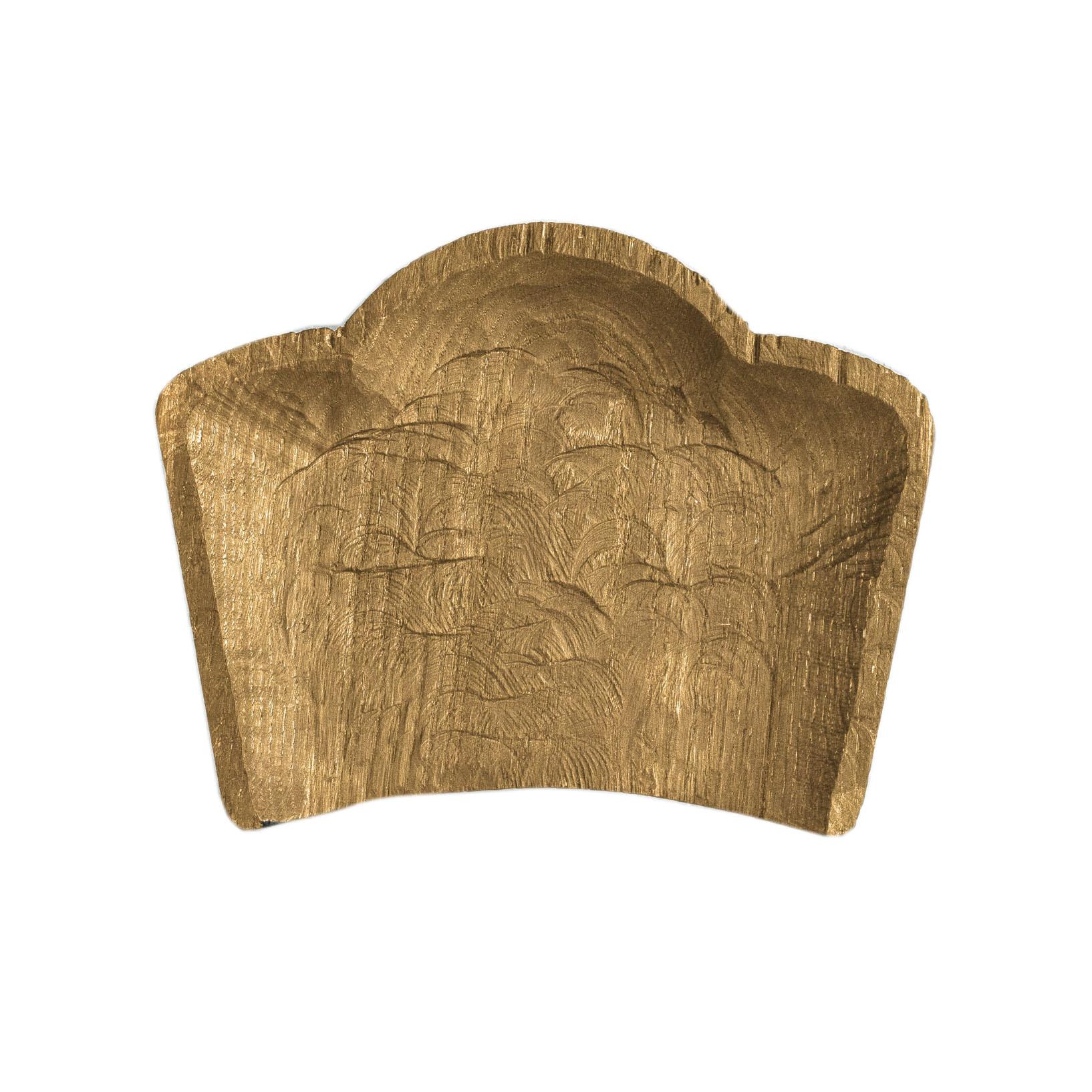 Тарелка Плато оштаДекоративные блюда<br>&amp;quot;Кика&amp;quot; - коллекция дубовых тарелок и плато для подачи, дополняющих друг друга. Сделано вручную. Покрытие: льняное масло. Плато можно использовать как поднос или предмет для сервировки еды. При необходимости можно обновлять покрытие, протерев поверхность тряпочкой, смоченной льняным маслом. После влажной обработки его нужно протирать полотенцем. Плато не предназначено для длительного хранения жидкостей. Из-за специфики ручного труда все предметы отличаются друг от друга<br><br>Material: Дуб<br>Length см: 27<br>Width см: 34