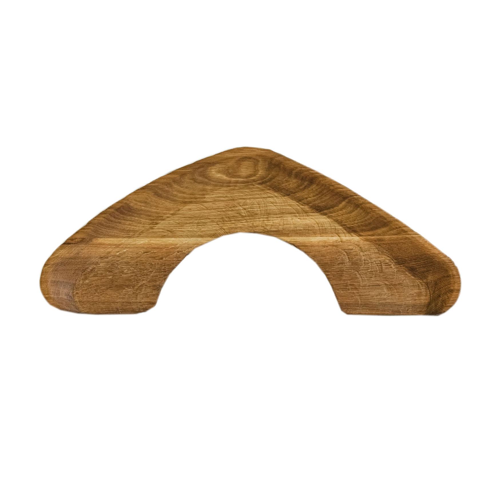 Тарелка Плато вигаДекоративные блюда<br>&amp;quot;Кика&amp;quot; - коллекция дубовых тарелок и плато для подачи, дополняющих друг друга. Сделано вручную. Покрытие: льняное масло. Плато можно использовать как поднос или предмет для сервировки еды. При необходимости можно обновлять покрытие, протерев поверхность тряпочкой, смоченной льняным маслом. После влажной обработки его нужно протирать полотенцем. Плато не предназначено для длительного хранения жидкостей. Из-за специфики ручного труда все предметы отличаются друг от друга<br><br>Material: Дуб<br>Length см: 49<br>Width см: 20