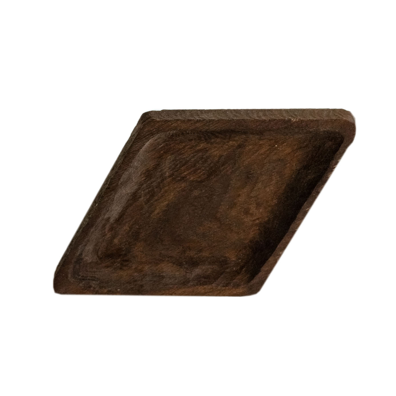 Тарелка РомбДекоративные блюда<br>&amp;quot;Кика&amp;quot; - коллекция дубовых тарелок и плато для подачи, дополняющих друг друга. Сделана вручную. Покрытие: льняное масло. Ее внутренняя поверхность идеально зашлифована. При необходимости можно обновлять покрытие, протерев поверхность тряпочкой, смоченной льняным маслом. После влажной обработки ее нужно протирать полотенцем. Тарелка не предназначена для длительного хранения жидкостей. Из-за специфики ручного труда все предметы отличаются друг от друга.<br><br>Material: Дуб<br>Length см: 30<br>Width см: 18<br>Depth см: 0,5<br>Height см: 3