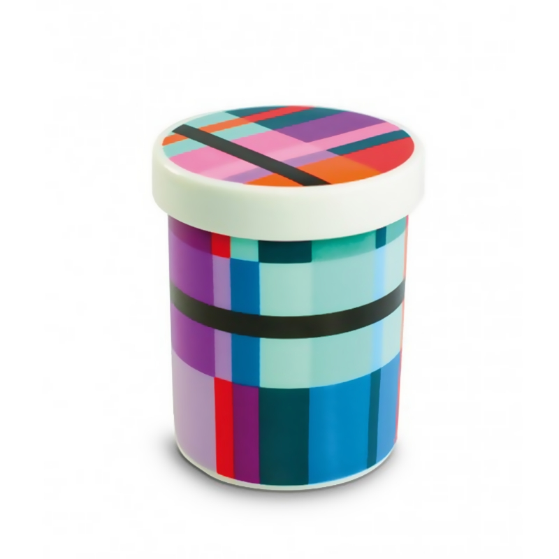 Емкость для хранения и сервировки ZigzagЕмкости для хранения<br>Симпатичная фарфоровая ёмкость, которая подойдёт практически для всего! Область применения почти не ограничена: банку можно использовать для орехов, для цветов, для хранения оливок или джема, для конфет, как подставку для ручек, для ягод, для мелочей в ванной комнате, для леденцов, для подачи снеков, для соусов – для всего, что подскажет ваша фантазия! Крышка с рисунком снаружи и внутри может использоваться отдельно как блюдечко.&amp;lt;div&amp;gt;&amp;lt;br&amp;gt;&amp;lt;/div&amp;gt;&amp;lt;div&amp;gt;Можно мыть в посудомоечной машине.&amp;lt;/div&amp;gt;<br><br>Material: Фарфор<br>Height см: 10,5<br>Diameter см: 8,5