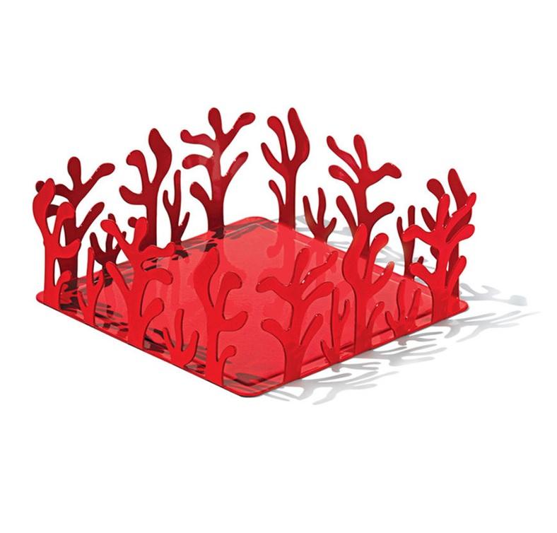 Держатель для бумажных салфеток MediterraneoАксессуары для кухни<br>Элегантный держатель для бумажных салфеток от дизайнера и ювелира Эммы Сильвестрис. Входит в коллекцию Mediterraneo, изящные витиеватые линии которой были позаимствованы у морских кораллов. Изготовлен из цельного листа нержавеющей стали.<br>Ажурные формы, свойственные коллекции, подарили данному предмету особенную функциональность: салфетки очень удобно вынимать, подцепляя их через пространство между стальными «веточками». Благодаря крупным размерам подойдет для бумажных салфеток любого формата.&amp;lt;div&amp;gt;&amp;lt;br&amp;gt;&amp;lt;/div&amp;gt;&amp;lt;div&amp;gt;Материал: нержавеющая сталь нержавеющая сталь с покрытием из эпоксидной резины.&amp;lt;/div&amp;gt;&amp;lt;div&amp;gt;Дизайн: Emma Silvestris.&amp;lt;/div&amp;gt;<br><br>Material: Металл<br>Ширина см: 20<br>Высота см: 8<br>Глубина см: 20