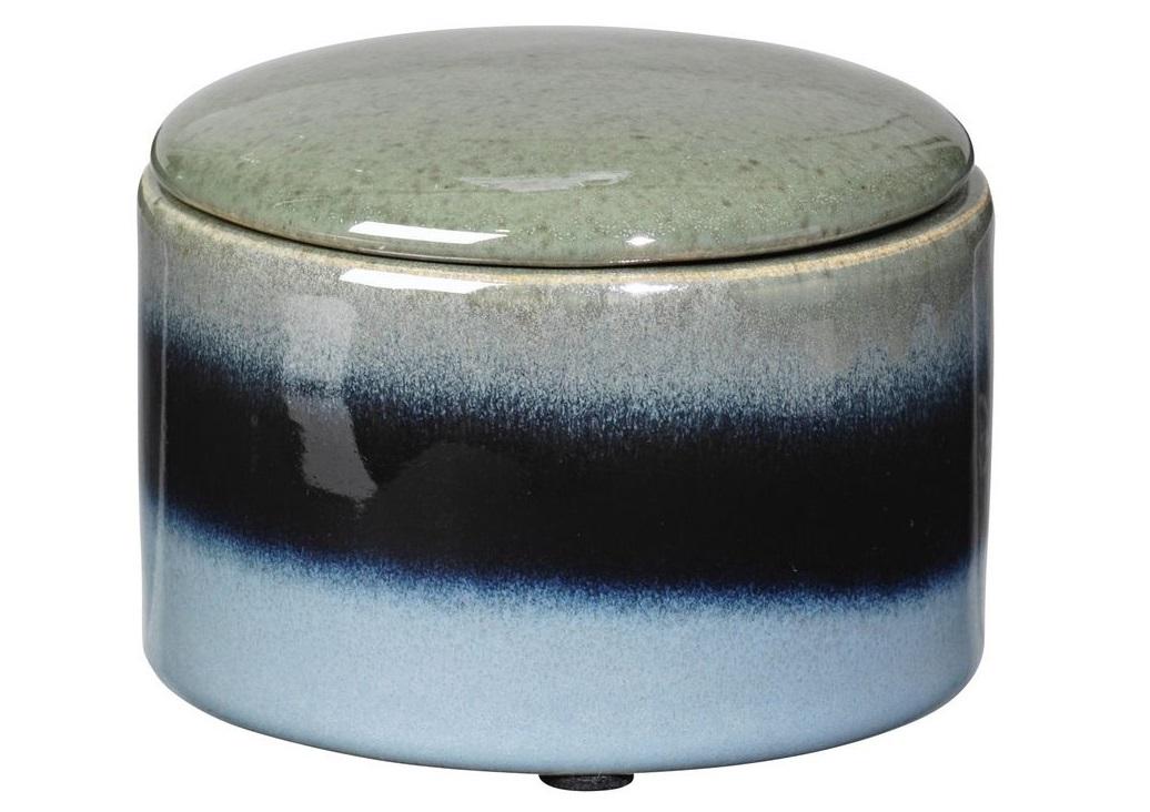 Шкатулка CarolШкатулки<br>Broste Copenhagen – компания, основанная в 1955 году, занимает лидирующие позиции среди скандинавских брендов товаров для дома. Посуда Broste представлена в ресторанах, входящих в один из самых авторитетных рейтингов «Красный гид», созданный Андре Мишленом. Многие товары выполнены вручную, что придаёт им особенную неповторимость и качество. Традиционный скандинавский дизайн и современные тенденции производства – вот сочетание, заложенное в основу успешности этого старинного датского бренда.<br><br>Material: Керамика<br>Length см: None<br>Width см: None<br>Height см: 7<br>Diameter см: 9