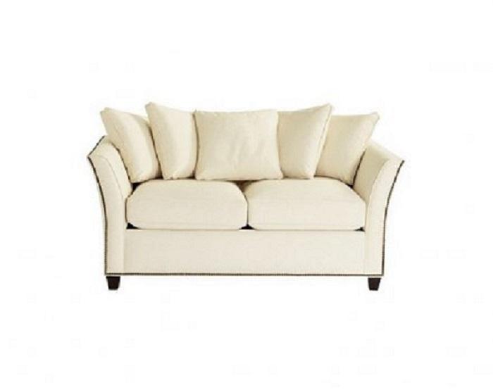 Диван JazzДвухместные диваны<br>Ревущие 20-е -- это золотой века джаза! Этот диван, который отлично бы смотрелся в декорациях к фильму &amp;quot;Великий Гэтсби&amp;quot;, воплощает эту эпоху во всем ее великолепии. Изящный изгиб спинки, гвоздевая отделка со всех сторон и сочетание больших и маленьких подушек -- американский стиль прекрасен. &amp;amp;nbsp;&amp;lt;div&amp;gt;Обивка &amp;amp;nbsp;микрофибры устойчива к механическому и химическому воздействию, а также не вызывает аллергии. На выбор более 200 цветов.&amp;lt;/div&amp;gt;<br><br>Material: Текстиль<br>Width см: 144<br>Depth см: 97<br>Height см: 72