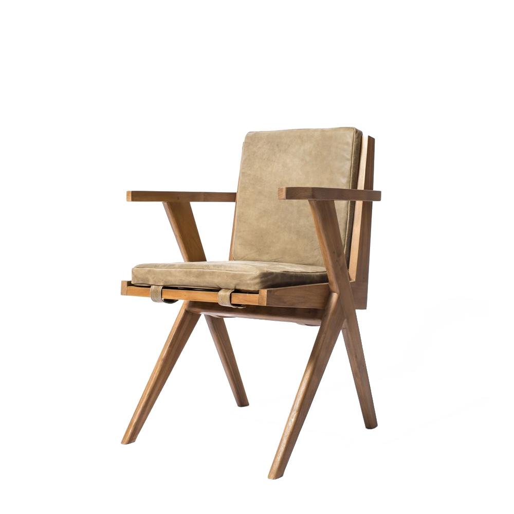 Кресло рабочее Tribute SGСтулья с подлокотниками<br>&amp;lt;div&amp;gt;Основа Tribute – светлая тиковая рама со спинкой из вертикальных реек и скрещенными ножками. Крепкая, устойчивая, изящная. Сиденье и спинку покрывают две мягкие кожаные подушки цвета safari grey. Что тоже символично: такое кресло легко представить на веранде частной виллы, расположенной где-нибудь в сердце африканской саванны. Впрочем, в современном офисе или домашнем рабочем кабинете оно также займёт своё достойное место.&amp;lt;br&amp;gt;&amp;lt;/div&amp;gt;<br><br>Material: Кожа<br>Length см: 0<br>Width см: 56<br>Depth см: 59<br>Height см: 82<br>Diameter см: 0