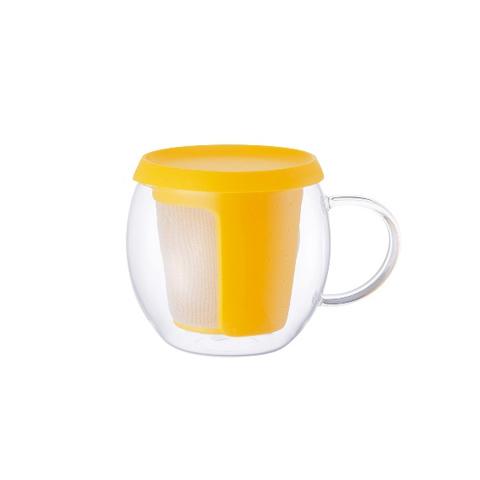 Кружка - чайникЧайные пары, чашки и кружки<br>KINTO – одна из самых востребованных и популярных японских марок посуды. Кружки, чайники, емкости для заваривания чая, соковыжималки отличаются высокой прочностью, надежностью, отсутствием сколов, стойкостью к царапинам и механическим повреждениям. Именно это сделало KINTO лидером современного рынка практичной посуды.<br>Стеклянная кружка с герметично закрывающейся пластиковой крышкой и специальной емкостью для заварки. Предназначена для заваривания различных сортов чая, трав и тд.&amp;lt;div&amp;gt;&amp;lt;br&amp;gt;&amp;lt;/div&amp;gt;&amp;lt;div&amp;gt;Объем: 360мл.&amp;lt;br&amp;gt;&amp;lt;/div&amp;gt;<br><br>Material: Стекло