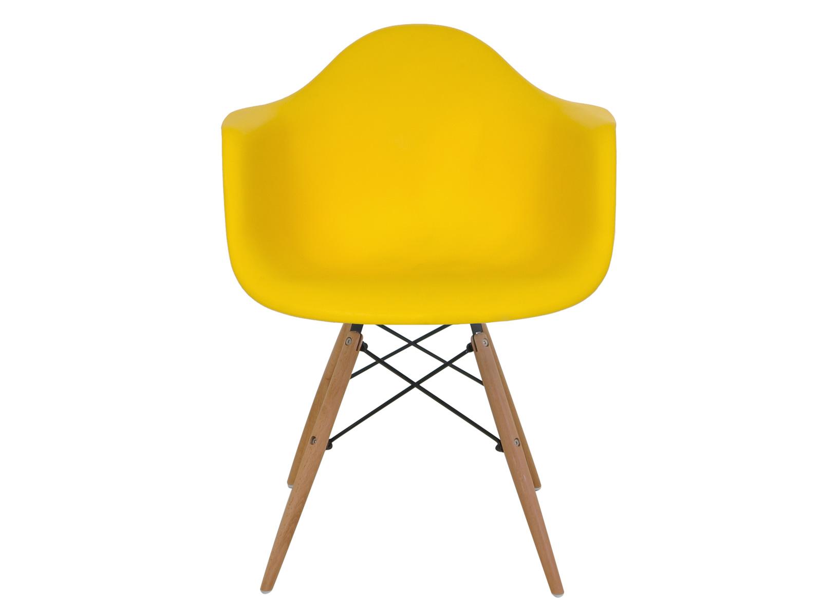 Стул SpacerОбеденные стулья<br>Одно из самых удобных пластиковых кресел, какое только можно себе представить! Эта эргономичная форма сиденья поддерживает спину, а деревянные ножки добавляют устойчивости. Используйте в качестве офисного кресла, или в виде обеденного стула в столовой в скандинавском стиле -- оно будет одинаково прекрасно смотрется везде.<br><br>Material: Пластик<br>Ширина см: 62<br>Высота см: 80<br>Глубина см: 57