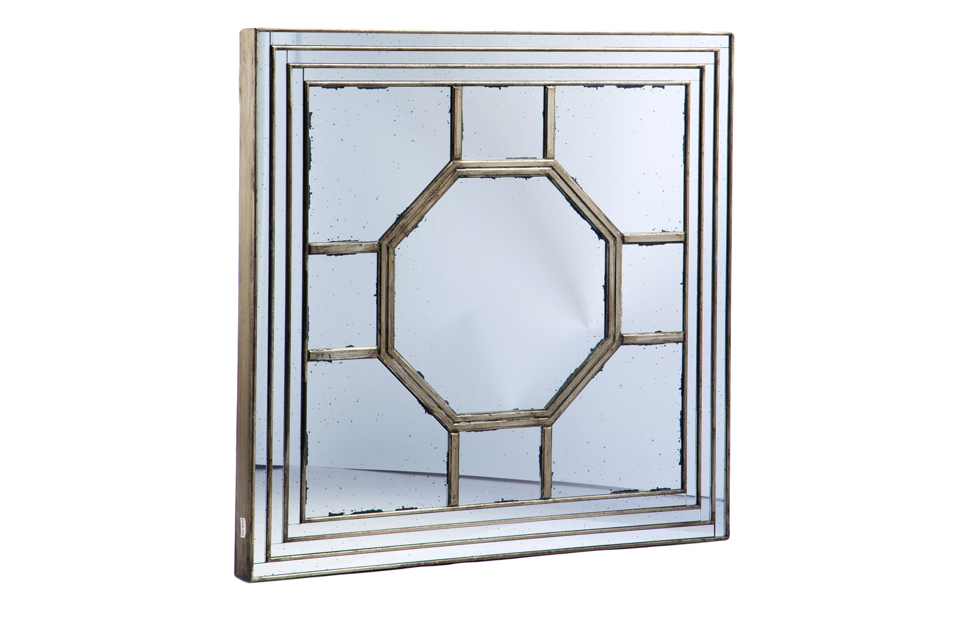 ЗеркалоНастенные зеркала<br>Декоративное зеркало квадратной формы.<br><br>Material: Дерево<br>Width см: 121<br>Height см: 121