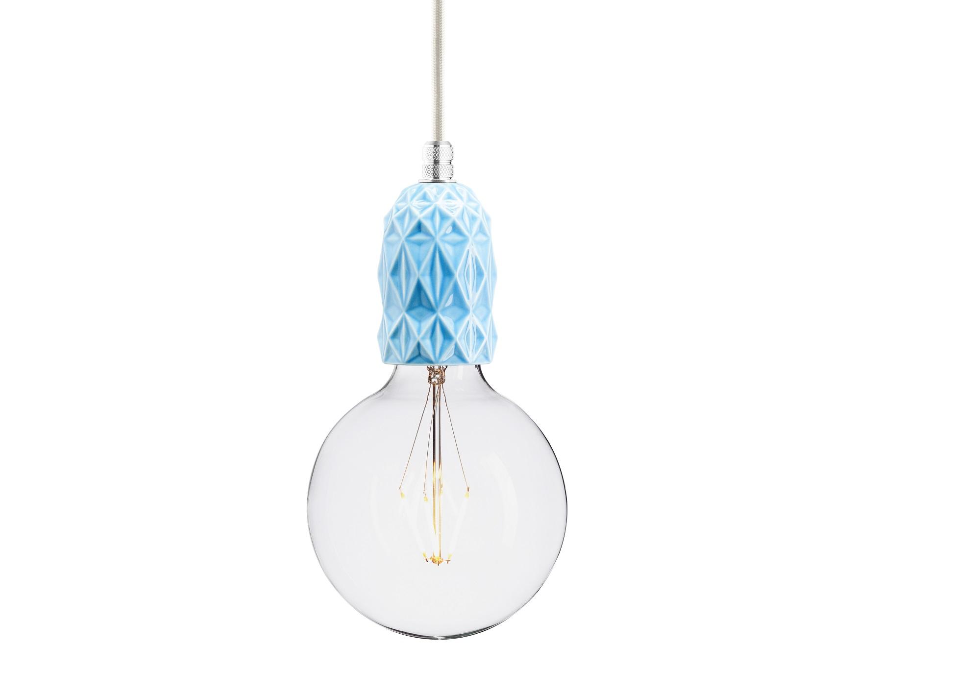 Подвесной светильник AIRПодвесные светильники<br>Подвесной светильник из керамики, доступный в 4-ех цветах: красном, индиго, голубом и лиловом. Два вида фурнитуры: латунь или алюминий.&amp;amp;nbsp;&amp;lt;div&amp;gt;&amp;lt;br&amp;gt;&amp;lt;/div&amp;gt;&amp;lt;div&amp;gt;&amp;lt;div&amp;gt;Вид цоколя: E27&amp;lt;/div&amp;gt;&amp;lt;div&amp;gt;Мощность: 60W&amp;lt;/div&amp;gt;&amp;lt;div&amp;gt;Количество ламп: 1&amp;lt;/div&amp;gt;&amp;lt;/div&amp;gt;<br><br>Material: Керамика<br>Width см: None<br>Depth см: None<br>Height см: 10.5<br>Diameter см: 5.9
