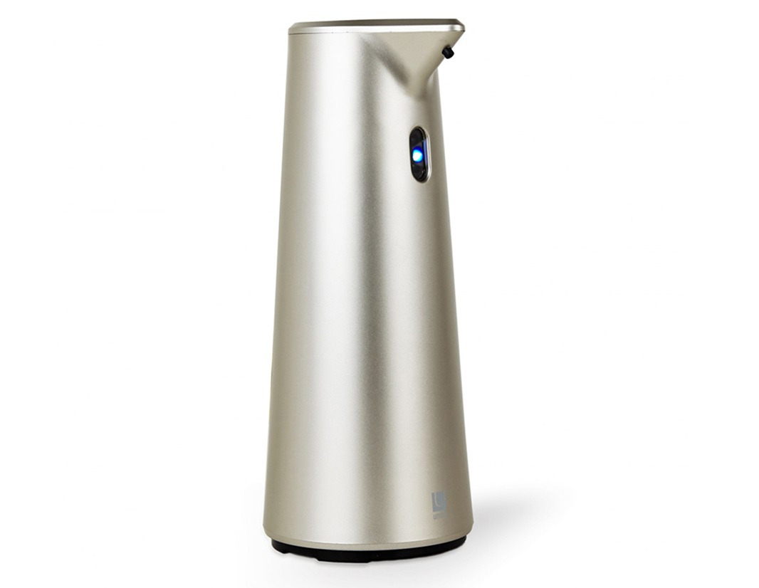 Диспенсер для мыла сенсорный finchАксессуары для ванной<br>Диспенсер из литого пластика с автоматическим сенсорным дозатором. Для получения порции жидкого мыла,  средства для мытья посуды или лосьона достаточно просто поднести к дозатору руки: жидкость будет подана автоматически. Широкое горлышко облегчает процесс наполнения емкости. Дозатор оснащен прозрачным окошком — индикатором уровня жидкости. Работает от  4 стандартных батареек AAA (не входят в комплект)<br>Объём 295 мл<br><br>Дизайн: Alan Wisniewski<br><br>Material: Пластик<br>Высота см: 18