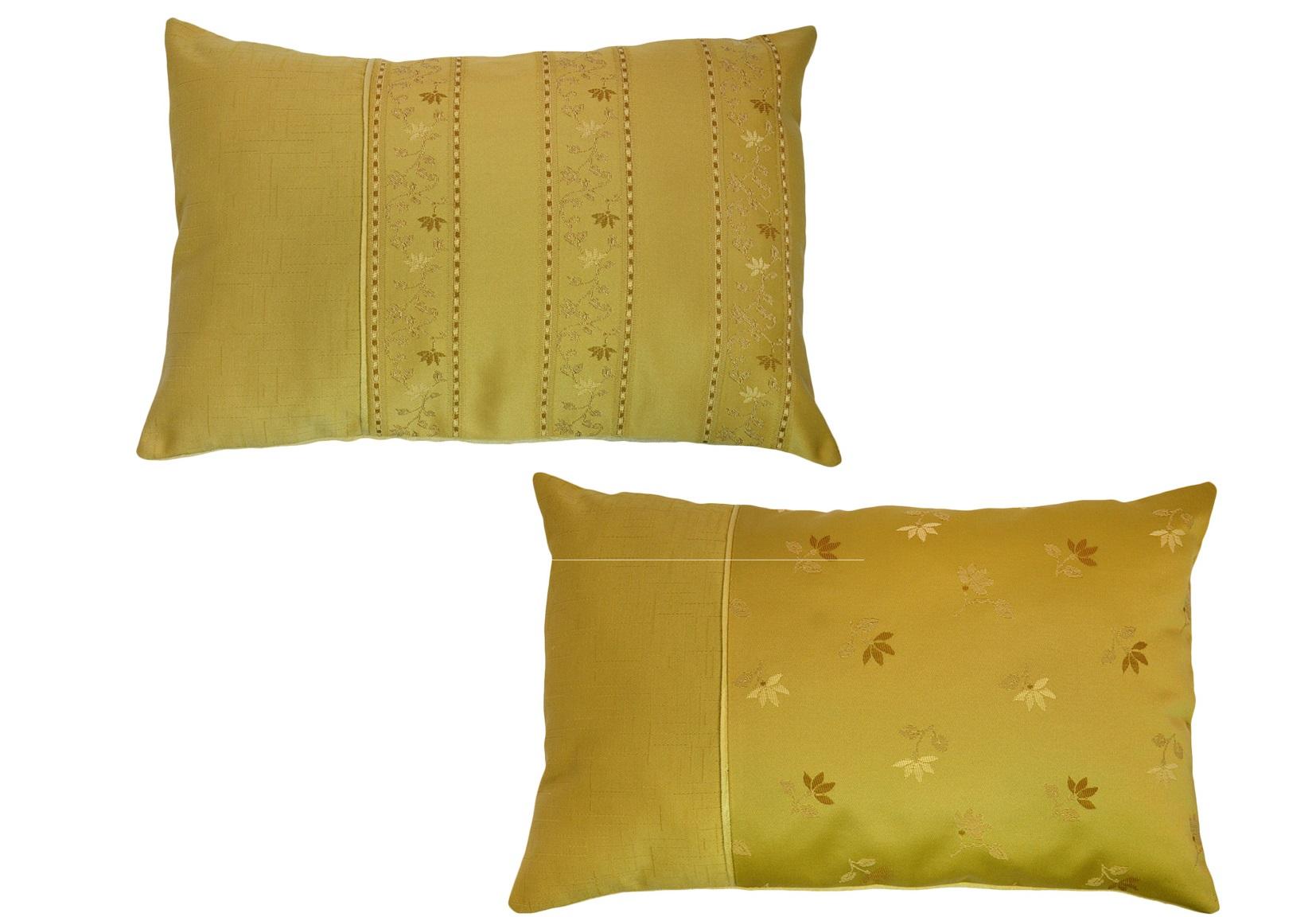 Комплект подушек Cornelia CaramelПрямоугольные подушки и наволочки<br>Комплект декоративных  подушек. Чехол съемный.<br><br>Material: Вискоза<br>Length см: None<br>Width см: 55<br>Depth см: 15<br>Height см: 32