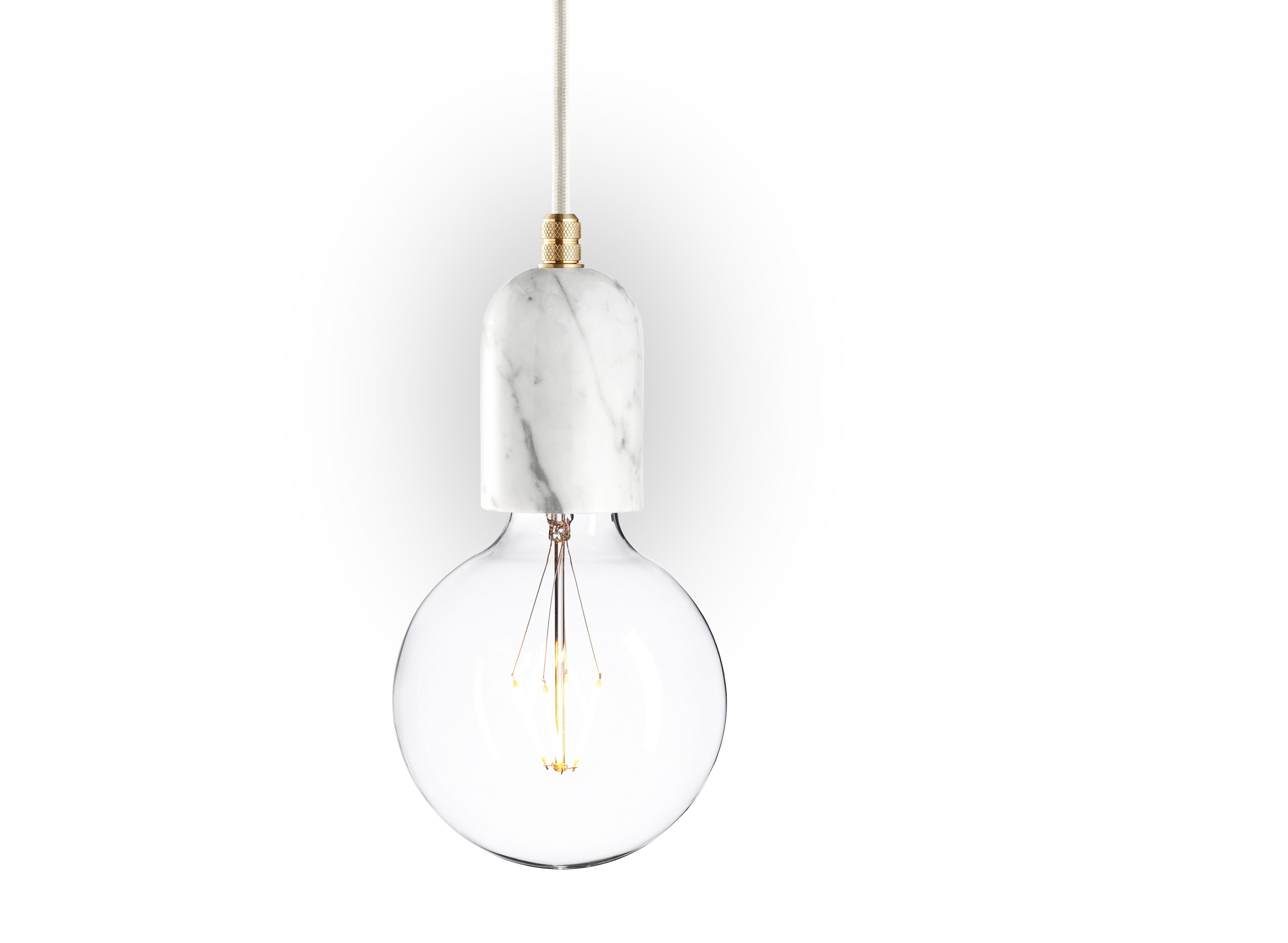 Подвесной светильник Marmor Bj?rtПодвесные светильники<br>Может ли обычная лампочка без декора смотреться элегантно? Развейте свои сомнения с &amp;quot;Marmor Bj?rt&amp;quot;. Этот подвесной светильник из натурального мрамора выглядит восхитительно. Аскетизм оформления делает его идеально подходящим для сдержанных интерьеров в стиле лофт. Белый цвет и латунные детали добавляют дизайну изысканность.&amp;lt;div&amp;gt;&amp;lt;br&amp;gt;&amp;lt;/div&amp;gt;&amp;lt;div&amp;gt;Лампочка приобретается отдельно. Цоколь Е27, максимальная мощность лампочки - 60 W, длина шнура - 3 м. &amp;amp;nbsp;&amp;amp;nbsp;&amp;lt;/div&amp;gt;&amp;lt;div&amp;gt;Материал: корпус - мрамор Bianco Carrara, фурнитура - латунь, сталь, патрон - пластик, кабель в оплетке. &amp;amp;nbsp;<br>Под заказ. Срок изготовления 3 недели.&amp;amp;nbsp;&amp;lt;/div&amp;gt;<br><br>Material: Мрамор<br>Height см: 10,8<br>Diameter см: 6