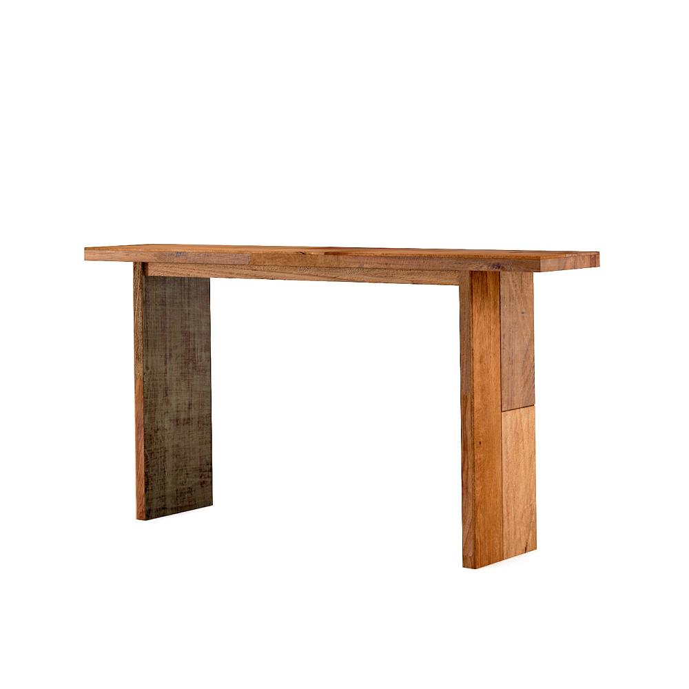 Стол консольный BettiНеглубокие консоли<br>&amp;lt;div&amp;gt;Эта симпатичная тиковая конструкция, куда больше напоминающая лавочку, действительно является столом. Необычная форма и компактные размеры позволяют применять Betti для самых разнообразных целей, в том числе в помещениях с малой площадью (ванная, коридор, холл).&amp;amp;nbsp;&amp;lt;/div&amp;gt;&amp;lt;div&amp;gt;&amp;lt;br&amp;gt;&amp;lt;/div&amp;gt;&amp;lt;div&amp;gt;Он с лёгкостью исполнит роль удобной тумбочки у входной двери, прикроватного столика или трюмо (тогда к нему идеально подойдёт зеркало в тиковой раме). Если вы практикуете принимать пищу в столовой (гостиной), а на кухне исключительно готовите и изредка перекусываете на ходу, то Betti как раз то, что вам нужно. Ну а в случае неожиданного визита гостей и отсутствия достаточного количества стульев, просто воспользуйтесь им в качестве упомянутой выше лавки.&amp;lt;/div&amp;gt;<br><br>Material: Тик<br>Ширина см: 160<br>Высота см: 80<br>Глубина см: 30