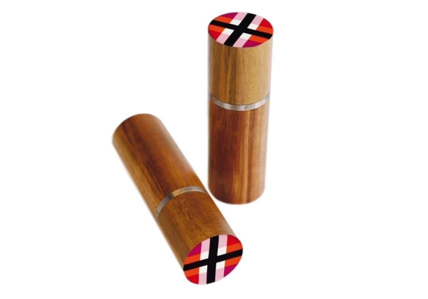 Мельнички для соли и перца zigzagНабор для специй<br>Эффектный набор из двух предметов. Каждая мельничка выполнена из цельной древесины акации и декорирована изящным кольцом из нержавеющей стали. Финальный штрих: яркий разноцветный узор на колпачке.<br>Внутренний механизм можно регулировать для разной степени помола специй.<br><br>Material: Дерево<br>Высота см: 15