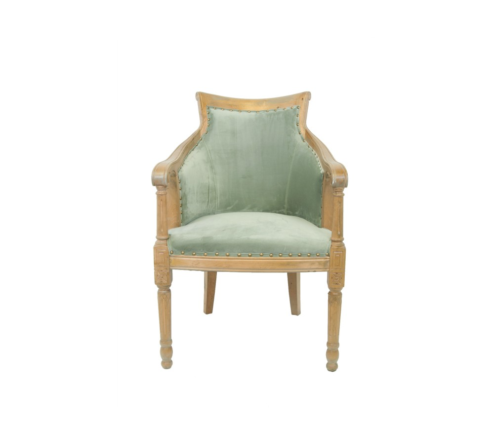 Кресло ValeneПолукресла<br>Valene — простое, но лаконичное деревянное полукресло. Его каркас выполнен из ценных пород, а оббивка имеет спокойную и приятную фактуру. Внешне оно достаточно представительно и достойно того, чтобы вы могли украсить им гостиную или кабинет.<br><br>Material: Велюр<br>Width см: 61<br>Depth см: 74<br>Height см: 94