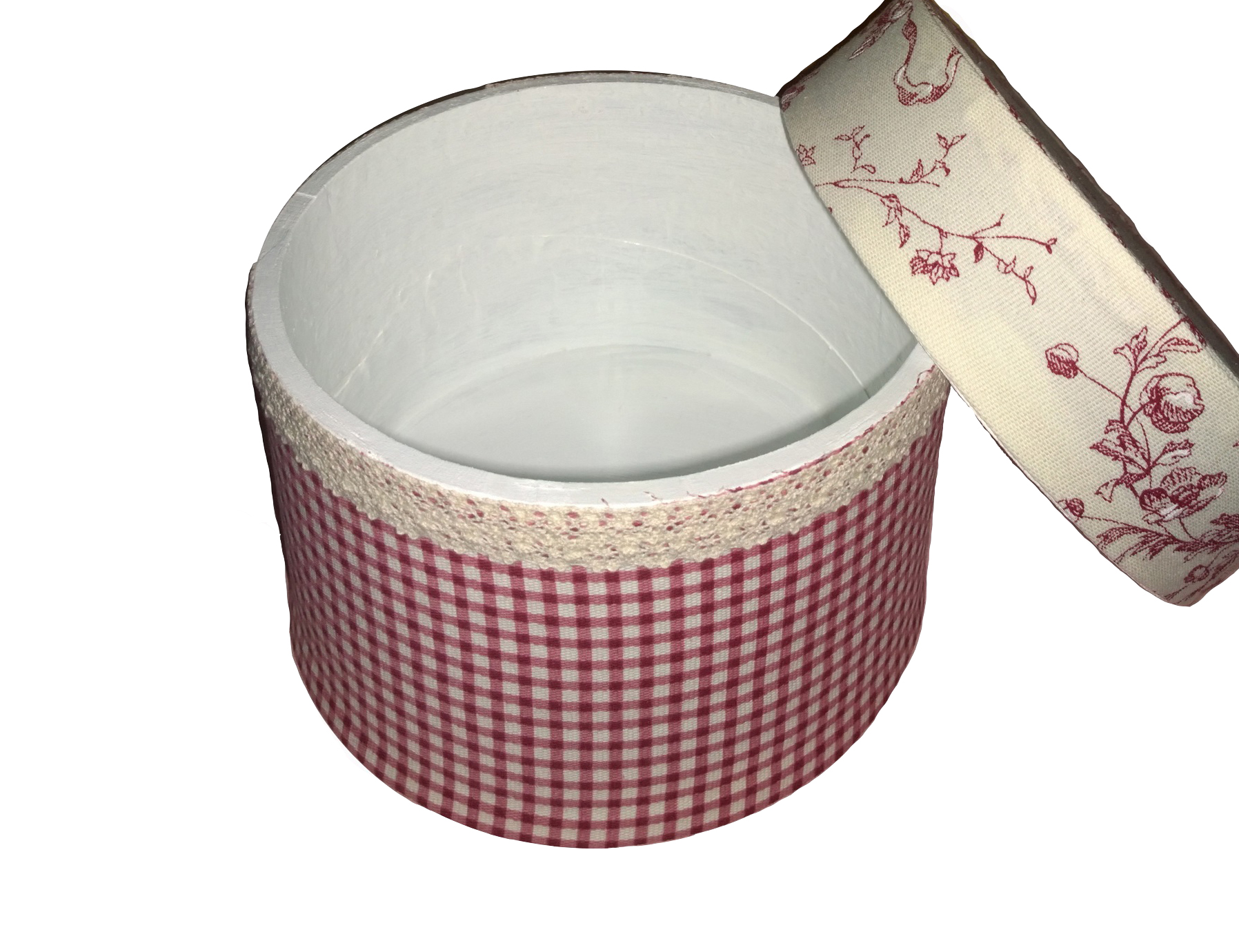 Декоративные коробки-шкатулки Прованс Жуи БордоШкатулки<br>Коробка-шкатулка деревянная декоративная в стиле Прованс для хранения мелочей, рукоделия, шляп&amp;amp;nbsp; &amp;lt;div&amp;gt;&amp;lt;br&amp;gt;&amp;lt;/div&amp;gt;&amp;lt;div&amp;gt;Материал:Снаружи х/б, внутри белая краска&amp;lt;/div&amp;gt;<br><br>Material: МДФ<br>Length см: None<br>Width см: None<br>Depth см: None<br>Height см: 25<br>Diameter см: 21
