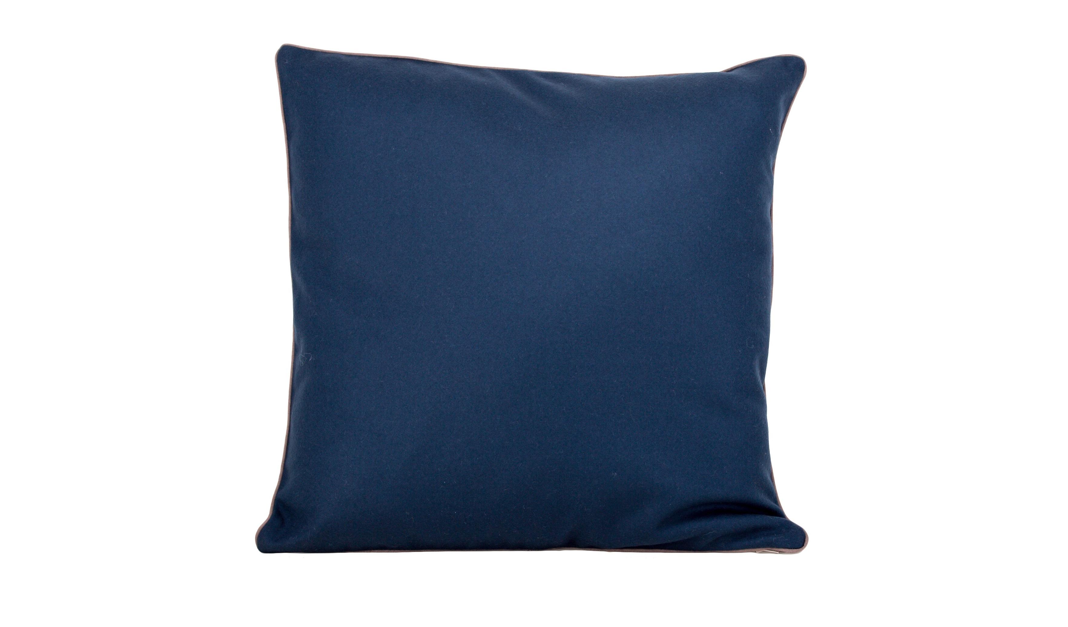 ПодушкаКвадратные подушки<br>Декоративные чехлы для подушек. Лицевая часть из шерсти, обратная сторона из льна. Цвет: однотонный темно-синий.<br><br>Material: Текстиль<br>Width см: 45<br>Height см: 45