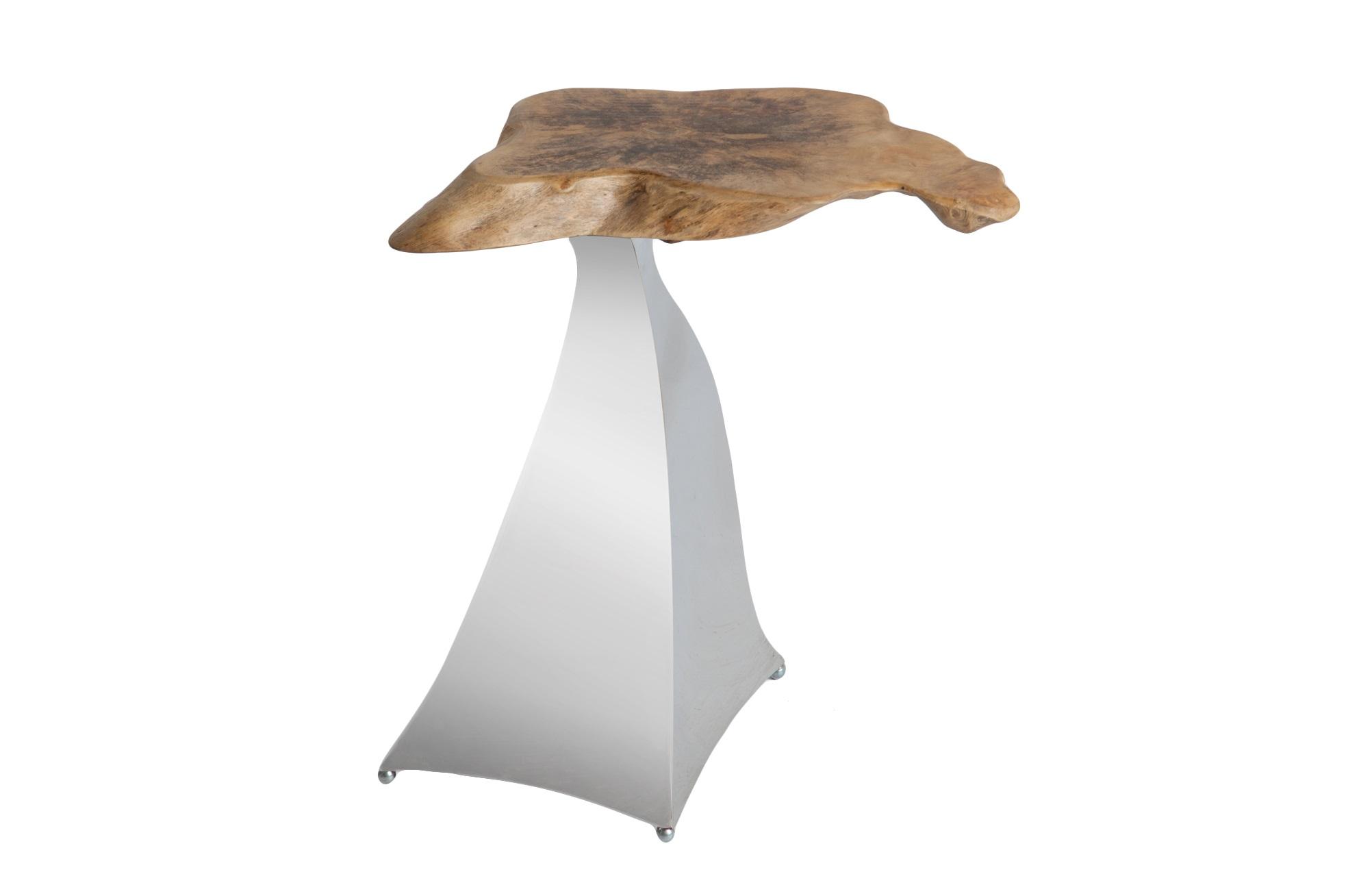 СтоликДругое<br>Cтолик оригинального дизайна на стальной ножке со столешницей из дерева магнолии.<br><br>Material: Сталь<br>Ширина см: 30<br>Высота см: 52