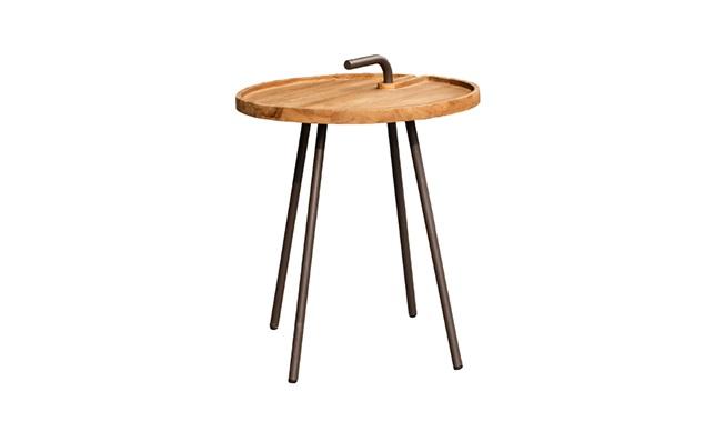 Стол КетапангПриставные столики<br>ROOMERS – это особенная коллекция, воплощение всего самого лучшего, модного и новаторского в мире дизайнерской мебели, предметов декора и стильных аксессуаров. Интерьерные решения от ROOMERS – всегда актуальны, более того, они - на острие моды. Коллекции ROOMERS тщательно отбираются и обновляются дважды в год специально для вас.<br><br>Material: Дерево<br>Height см: 51,5<br>Diameter см: 42