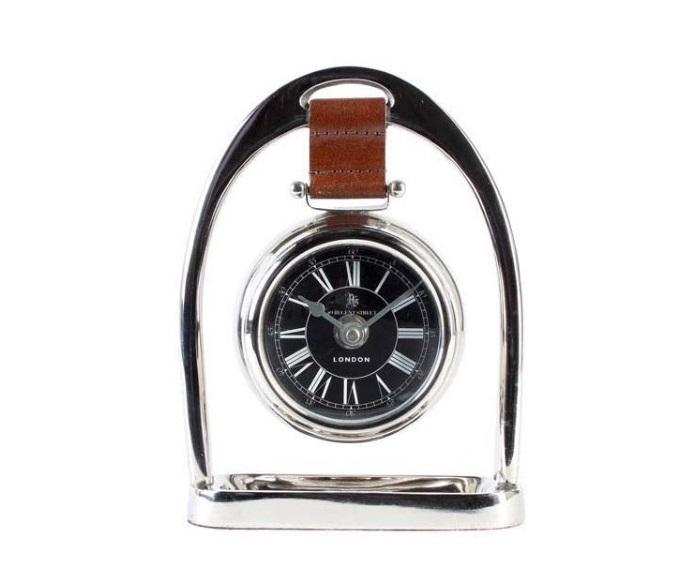 Часы БакстерНастольные часы<br>Выработанный фирменный стиль коллекций сегодня узнаваем во всем мире. Команда дизайнеров активно ищет вдохновение из различных источников по всему миру - музеев, на антикварных аукционах и в антикварных лавках. Стиль EICHHOLTZ – это фьюжн разнообразие впечатлений и идей в единой коллекции.&amp;lt;div&amp;gt;&amp;lt;br&amp;gt;&amp;lt;/div&amp;gt;&amp;lt;div&amp;gt;&amp;lt;div style=&amp;quot;font-size: 14px;&amp;quot;&amp;gt;Кварцевый механизм.&amp;lt;/div&amp;gt;&amp;lt;div style=&amp;quot;font-size: 14px;&amp;quot;&amp;gt;Материал: металл, кожа, стекло.&amp;lt;/div&amp;gt;&amp;lt;/div&amp;gt;<br><br>Material: Металл<br>Width см: 13<br>Depth см: 4<br>Height см: 18