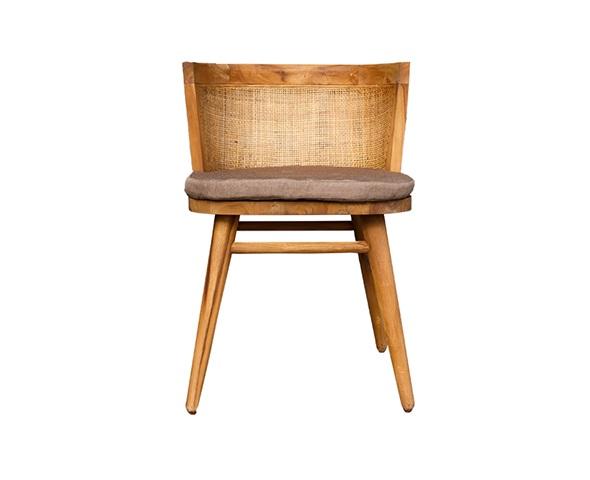 Стул ЛиндаОбеденные стулья<br>ROOMERS – это особенная коллекция, воплощение всего самого лучшего, модного и новаторского в мире дизайнерской мебели, предметов декора и стильных аксессуаров. Интерьерные решения от ROOMERS – всегда актуальны, более того, они - на острие моды. Коллекции ROOMERS тщательно отбираются и обновляются дважды в год специально для вас.<br><br>Material: Тик<br>Width см: 50<br>Depth см: 55<br>Height см: 70