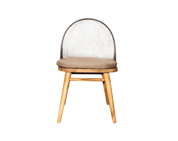 Стул ЛампунгОбеденные стулья<br>ROOMERS – это особенная коллекция, воплощение всего самого лучшего, модного и новаторского в мире дизайнерской мебели, предметов декора и стильных аксессуаров. Интерьерные решения от ROOMERS – всегда актуальны, более того, они - на острие моды. Коллекции ROOMERS тщательно отбираются и обновляются дважды в год специально для вас.<br><br>Material: Тик<br>Width см: 49<br>Depth см: 57<br>Height см: 82