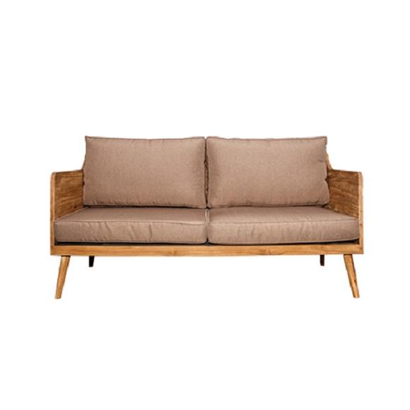 Диван БадуиДвухместные диваны<br>ROOMERS – это особенная коллекция, воплощение всего самого лучшего, модного и новаторского в мире дизайнерской мебели, предметов декора и стильных аксессуаров. Интерьерные решения от ROOMERS – всегда актуальны, более того, они - на острие моды. Коллекции ROOMERS тщательно отбираются и обновляются дважды в год специально для вас.<br><br>Material: Тик<br>Width см: 160<br>Depth см: 78<br>Height см: 74