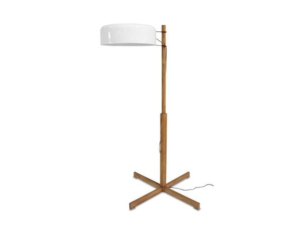 Светильник ЯвасТоршеры<br>ROOMERS – это особенная коллекция, воплощение всего самого лучшего, модного и новаторского в мире дизайнерской мебели, предметов декора и стильных аксессуаров. Интерьерные решения от ROOMERS – всегда актуальны, более того, они - на острие моды. Коллекции ROOMERS тщательно отбираются и обновляются дважды в год специально для вас.<br><br>Material: Тик<br>Height см: 167<br>Diameter см: 65