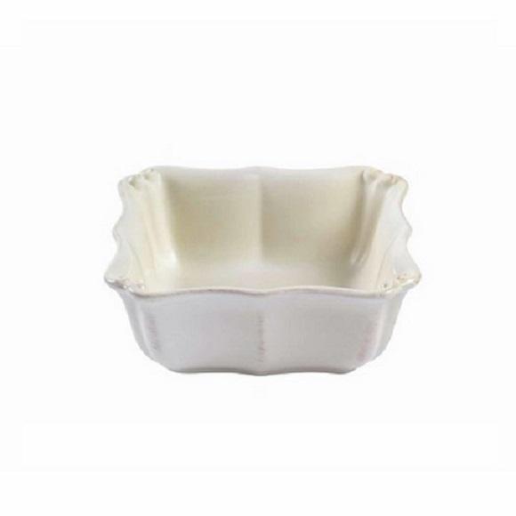 ЧашаЧаши<br>Costa Nova (Португалия) – керамическая посуда из самого сердца Португалии. Она максимально эстетична и функциональна. Керамическая посуда Costa Nova абсолютно устойчива к мытью, даже в посудомоечной машине, ее вполне можно использовать для замораживания продуктов и в микроволновой печи, при этом можно не бояться повредить эту великолепную глазурь и свежие краски. Такую посуду легко мыть, при ее очистке можно использовать металлические губки – и все это благодаря прочному глазурованному покрытию. Все серии п<br><br>Material: Керамика<br>Width см: 16<br>Depth см: 16
