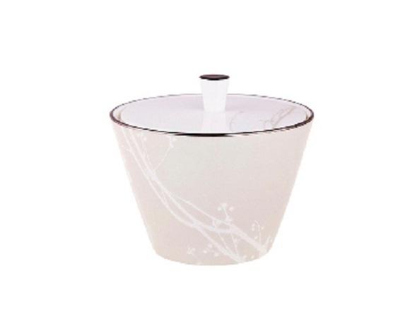 СахарницаСахарницы<br>MIKASA по праву считается одним из мировых лидеров по производству столовой посуды из фарфора и керамики. На протяжении более полувека категории качества и дизайна являются неотъемлемой частью бренда MIKASA. Сегодня MIKASA сотрудничает со многими известными дизайнерами, работающими для лучших фабрик мира, и использует самые передовые технологии в производстве посуды. Все продукты бренда  MIKASA безупречны с точки зрения дизайна и исполнения.&amp;amp;nbsp;&amp;lt;div&amp;gt;&amp;lt;br&amp;gt;&amp;lt;/div&amp;gt;&amp;lt;div&amp;gt;&amp;lt;span style=&amp;quot;font-size: 14px;&amp;quot;&amp;gt;Объем: 300мл.&amp;lt;/span&amp;gt;&amp;lt;br&amp;gt;&amp;lt;/div&amp;gt;<br><br>Material: Фарфор