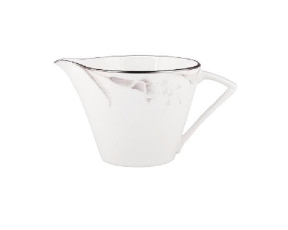 МолочникКофейники и молочники<br>MIKASA по праву считается одним из мировых лидеров по производству столовой посуды из фарфора и керамики. На протяжении более полувека категории качества и дизайна являются неотъемлемой частью бренда MIKASA. Сегодня MIKASA сотрудничает со многими известными дизайнерами, работающими для лучших фабрик мира, и использует самые передовые технологии в производстве посуды. Все продукты бренда  MIKASA безупречны с точки зрения дизайна и исполнения.&amp;amp;nbsp;&amp;lt;div&amp;gt;&amp;lt;br&amp;gt;&amp;lt;div&amp;gt;&amp;lt;span style=&amp;quot;font-size: 14px;&amp;quot;&amp;gt;Объем: 200 мл.&amp;lt;/span&amp;gt;&amp;lt;br&amp;gt;&amp;lt;/div&amp;gt;&amp;lt;/div&amp;gt;<br><br>Material: Фарфор