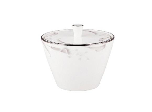 СахарницаСахарницы<br>MIKASA по праву считается одним из мировых лидеров по производству столовой посуды из фарфора и керамики. На протяжении более полувека категории качества и дизайна являются неотъемлемой частью бренда MIKASA. Сегодня MIKASA сотрудничает со многими известными дизайнерами, работающими для лучших фабрик мира, и использует самые передовые технологии в производстве посуды. Все продукты бренда  MIKASA безупречны с точки зрения дизайна и исполнения.&amp;lt;div&amp;gt;&amp;lt;br&amp;gt;&amp;lt;/div&amp;gt;&amp;lt;div&amp;gt;&amp;lt;span style=&amp;quot;font-size: 14px;&amp;quot;&amp;gt;Объем: 300 мл.&amp;lt;/span&amp;gt;&amp;lt;br&amp;gt;&amp;lt;/div&amp;gt;<br><br>Material: Фарфор