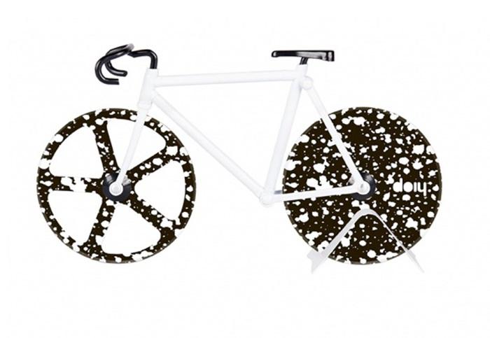 Нож для пиццы fixie stardustНожи<br>Нож для пиццы, выполненный в виде ретро-велосипеда и покрытый узорами в виде звездного неба. Острые «колеса» из нержавеющей стали с легкостью нарежут пиццу, коржи или тесто для печенья на аккуратные части. Стильный и практичный аксессуар.&amp;lt;div&amp;gt;&amp;lt;br&amp;gt;&amp;lt;/div&amp;gt;&amp;lt;div&amp;gt;Материал: нержавеющая сталь&amp;lt;br&amp;gt;&amp;lt;/div&amp;gt;<br><br>Material: Сталь