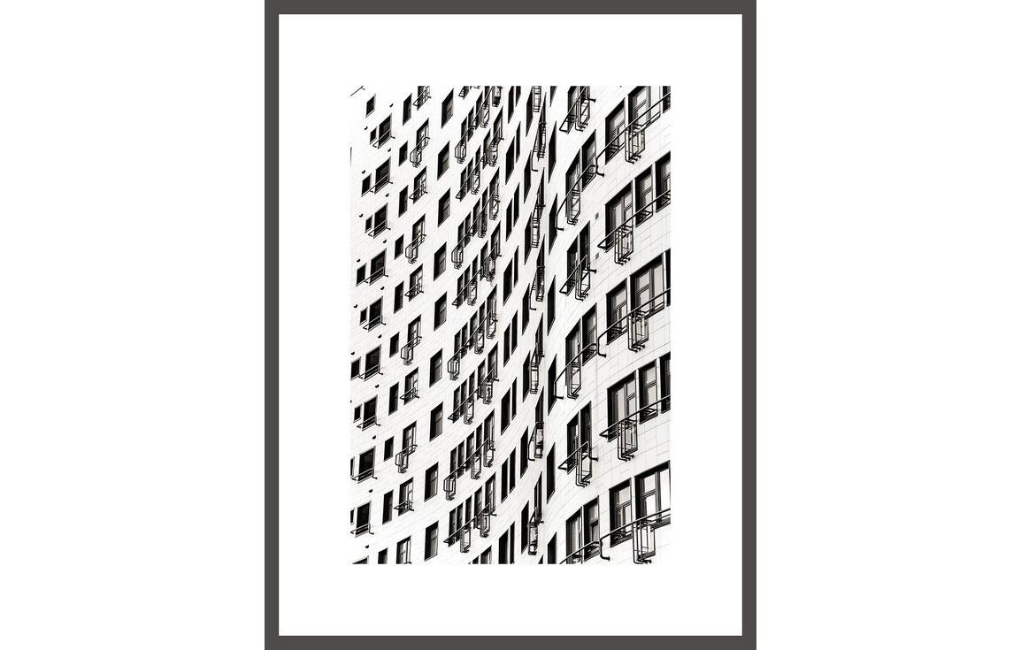Авторский постер СотыПостеры<br>&amp;lt;div&amp;gt;Все слышали фразу про «застывшую музыку». Для меня же архитектура - скорее, поэзия. Иногда это белый стих, иногда рифмы, неважно. Красивую архитектуру всегда приятно «читать», гуляя по улицам. К счастью, всегда можно сфотографировать понравившийся «отрывок» или повесить на стену «цитату» в авторском прочтении.&amp;lt;/div&amp;gt;&amp;lt;div&amp;gt;Георгий Мордвин&amp;lt;/div&amp;gt;&amp;lt;div&amp;gt;&amp;lt;br&amp;gt;&amp;lt;/div&amp;gt;&amp;lt;div&amp;gt;Постеры с авторской подписью поставляются в рамах и с паспарту.&amp;amp;nbsp;&amp;lt;/div&amp;gt;&amp;lt;div&amp;gt;Срок доставки 3-5 рабочих дней с момента оформления заказа.&amp;lt;/div&amp;gt;<br><br>Material: Бумага<br>Width см: 20<br>Height см: 30
