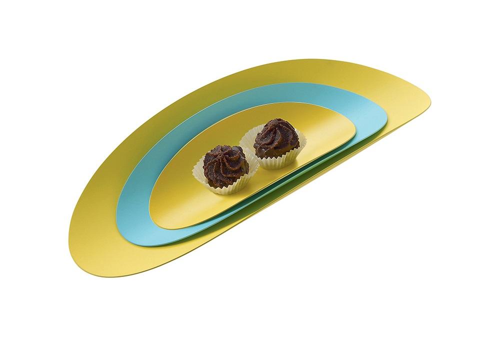 Набор блюд (3 шт)Декоративные блюда<br>Плоские блюда овальной формы, которые подойдут как для сервировки всевозможных закусок, так и для хранения мелочей. Три эллипса разных размеров изготовлены из тонкого листа нержавеющей стали. Простой и минималистичный дизайн позволяет применять эти блюда в самых разных помещениях и для самых разных целей. <br>Коллекция  Ellipse — яркий пример творчества художницы Аби Алис, работы которой представлены в многочисленных собраниях современного искусства. Излюбленные мотивы в ее дизайне —  абстракционизм и строгие геометрические формы — блестяще отображаются в аксессуарах, разработанных для Alessi.<br>Простой и минималистичный дизайн и стильное цветовое сочетание позволяют применять эти блюда в самых различных помещениях и для самых различных целей.&amp;amp;nbsp;&amp;lt;div&amp;gt;&amp;lt;br&amp;gt;&amp;lt;/div&amp;gt;&amp;lt;div&amp;gt;Материал: нержавеющая сталь, окрашенная эпоксидной смолой&amp;amp;nbsp;&amp;lt;/div&amp;gt;&amp;lt;div&amp;gt;&amp;lt;br&amp;gt;&amp;lt;/div&amp;gt;&amp;lt;div&amp;gt;Дизайн:  Abi Alice&amp;lt;/div&amp;gt;<br><br>Material: Сталь