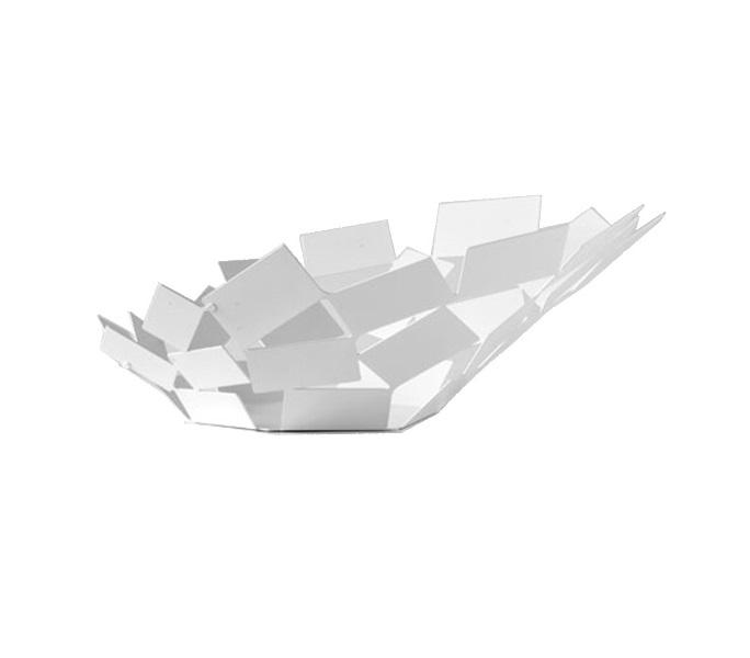 Блюдо La stanza dello sciroccoДекоративные блюда<br>Великолепное широкое блюдо из серии предметов для гостиной и кухни La Stanza dello Scirocco.<br><br>На создание коллекции архитектора и дизайнера Марио Тримарки вдохновили традиционные комнаты «сирокко», которые можно повстречать в богатых сицилийских домах. Эти небольшие помещения без окон предназначены для укрытия в случае сильного средиземноморского ветра. Шум мощных порывов, философские размышления о жизни и игра теней на стене — такова атмосфера этих комнат, в которых люди бывают вынуждены проводить в бездействии долгое время. <br><br>Тонкие пластины, которые образуют ассиметричные формы коллекции, кажутся как будто закрученными в воздухе ветряным вихрем. При первом взгляде на блюдо даже может показаться, словно отдельные его части никак не закреплены между собой: еще чуть-чуть — и оно разлетится в разные стороны! Дизайн: Mario Trimarchi.<br>Материал: окрашенная нержавеющая сталь.<br><br><br>kit: None<br>gender: None