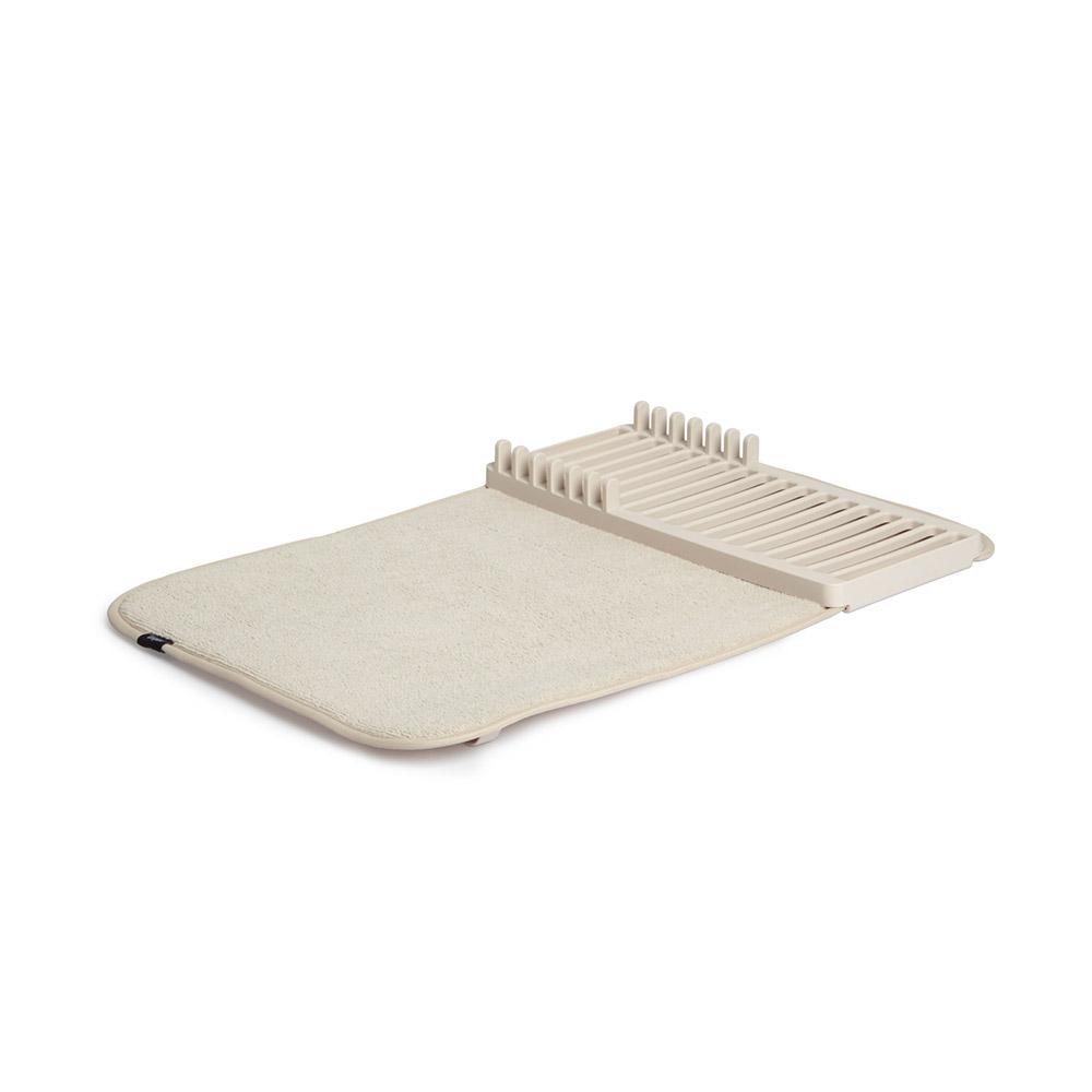 Коврик для сушки Udry miniАксессуары для кухни<br>Компактная версия коврика UDRY. Ворсистый коврик для посуды и столовых приборов + пластиковая сушилка с 6 делениями для тарелок. Сушилка может быть закреплена посередине коврика или с краю, чтобы освободить место для большого сотейника. Кроме того, она легко снимается для мытья. Коврик складывается в три раза и закрепляется эластичной лентой для компактного хранения.  Нижняя часть коврика состоит из мембраны, благодаря которой влага быстро испаряется.&amp;lt;div&amp;gt;&amp;lt;br&amp;gt;&amp;lt;/div&amp;gt;&amp;lt;div&amp;gt;Дизайнер David Green.&amp;lt;/div&amp;gt;<br><br>Material: Пластик<br>Ширина см: 50<br>Высота см: 4<br>Глубина см: 33