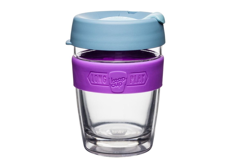 Кружка Keepcup longplay lavenderЧайные пары, чашки и кружки<br>Новая версия культовых кружек Keepcup с еще более удобной крышкой. Двойной корпус теперь состоит из стекла и пластика Tritan. Кружка, созданная с мыслями о вас и о планете. Главная идея KeepCup – вдохновить любителей кофе отказаться от использования одноразовых бумажных и пластиковых стаканов, так как их производство и утилизация наносят вред окружающей среде. В год производится и выбрасывается около 500 миллиардов одноразовых стаканчиков, а ведь планета у нас всего одна! <br><br>Но главный плюс кружки  – привлекательный и яркий дизайн, который станет отражением вашего личного стиля. Берите её в кафе или наливайте кофе, чай, сок дома, чтобы взять с собой - пить вкусные напитки на ходу, на работе или на пикнике. Специальная крышка с открывающимся и закрывающимся клапаном спасет от брызг, а силиконовый ободок поможет не обжечься (плюс, удобно держать кружку в руках.<br>Крышка сделана из нетоксичного пластика без содержания вредного бисфенола (BPA-free). <br><br>Стеклянная кружка теперь дополнена съемным корпусом из пластика Tritan.<br>Благодаря этой особенности кружка лучше сохраняет тепло и предотвращает образование конденсата, если напиток со льдом. Корпус не дает обжечься и защищает руку от холода.&amp;lt;div&amp;gt;&amp;lt;br&amp;gt;&amp;lt;/div&amp;gt;&amp;lt;div&amp;gt;Объем: 340 мл.&amp;lt;br&amp;gt;&amp;lt;/div&amp;gt;<br><br>Material: Стекло<br>Высота см: 13