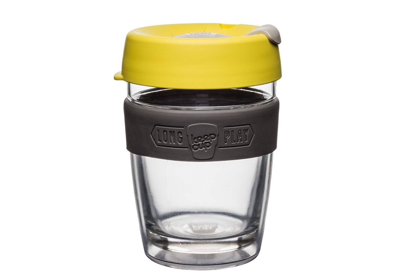 Кружка Keepcup longplay honeyЧайные пары, чашки и кружки<br>Новая версия культовых кружек Keepcup с еще более удобной крышкой. Двойной корпус теперь состоит из стекла и пластика Tritan. Кружка, созданная с мыслями о вас и о планете. Главная идея KeepCup – вдохновить любителей кофе отказаться от использования одноразовых бумажных и пластиковых стаканов, так как их производство и утилизация наносят вред окружающей среде. В год производится и выбрасывается около 500 миллиардов одноразовых стаканчиков, а ведь планета у нас всего одна! <br><br>Но главный плюс кружки  – привлекательный и яркий дизайн, который станет отражением вашего личного стиля. Берите её в кафе или наливайте кофе, чай, сок дома, чтобы взять с собой - пить вкусные напитки на ходу, на работе или на пикнике. Специальная крышка с открывающимся и закрывающимся клапаном спасет от брызг, а силиконовый ободок поможет не обжечься (плюс, удобно держать кружку в руках.<br>Крышка сделана из нетоксичного пластика без содержания вредного бисфенола (BPA-free). <br><br>Стеклянная кружка теперь дополнена съемным корпусом из пластика Tritan.<br>Благодаря этой особенности кружка лучше сохраняет тепло и предотвращает образование конденсата, если напиток со льдом. Корпус не дает обжечься и защищает руку от холода.<br><br>Material: Стекло<br>Высота см: 13